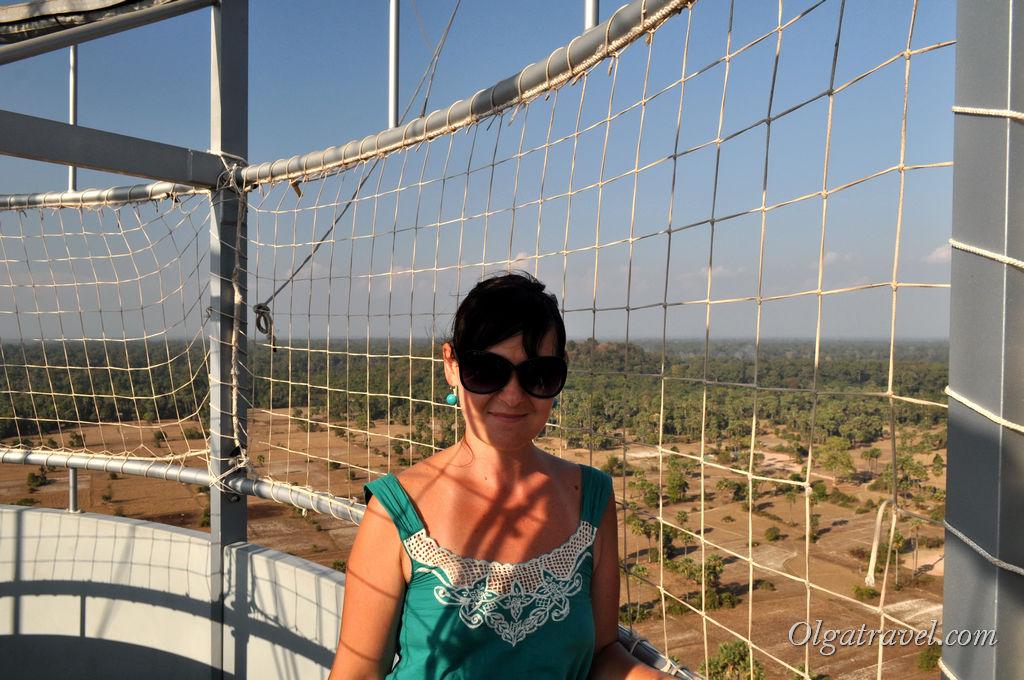 И мы в корзине воздушного шара. Где-то вдали виднеется Ангкор Ват