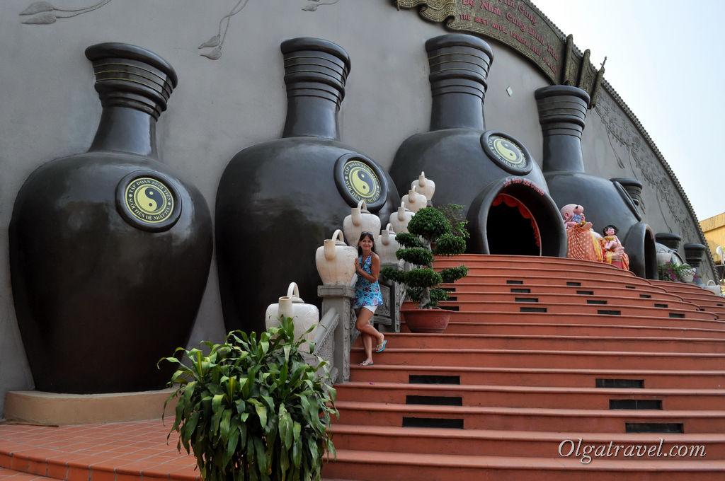 Дворец вина - интересно, дегустировать дают? :)