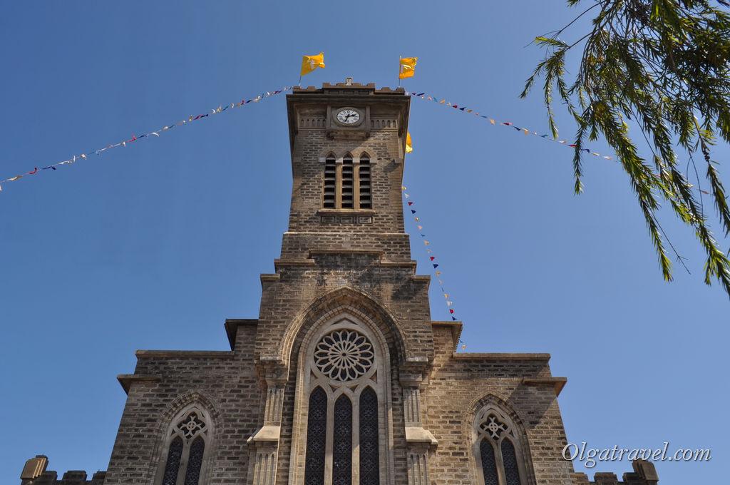 На башне высотой 38 метров установлены часы
