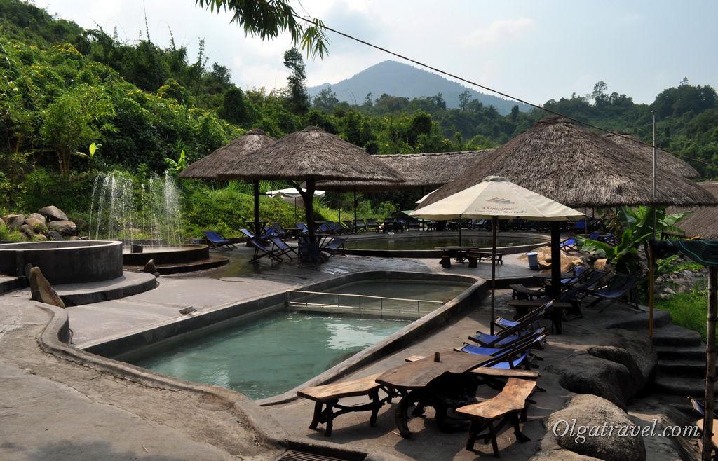 Территория комплекса с горячими минеральными ваннами