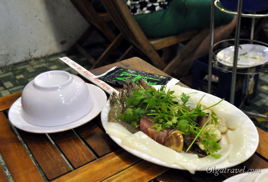 Тарелка с сырыми морепродуктами