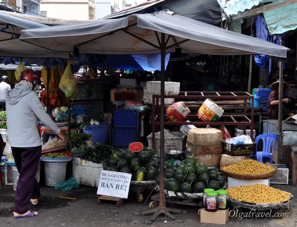 Арбузы в Нячанге примерно в ту же стоимость, что в Украине и в Таиланде