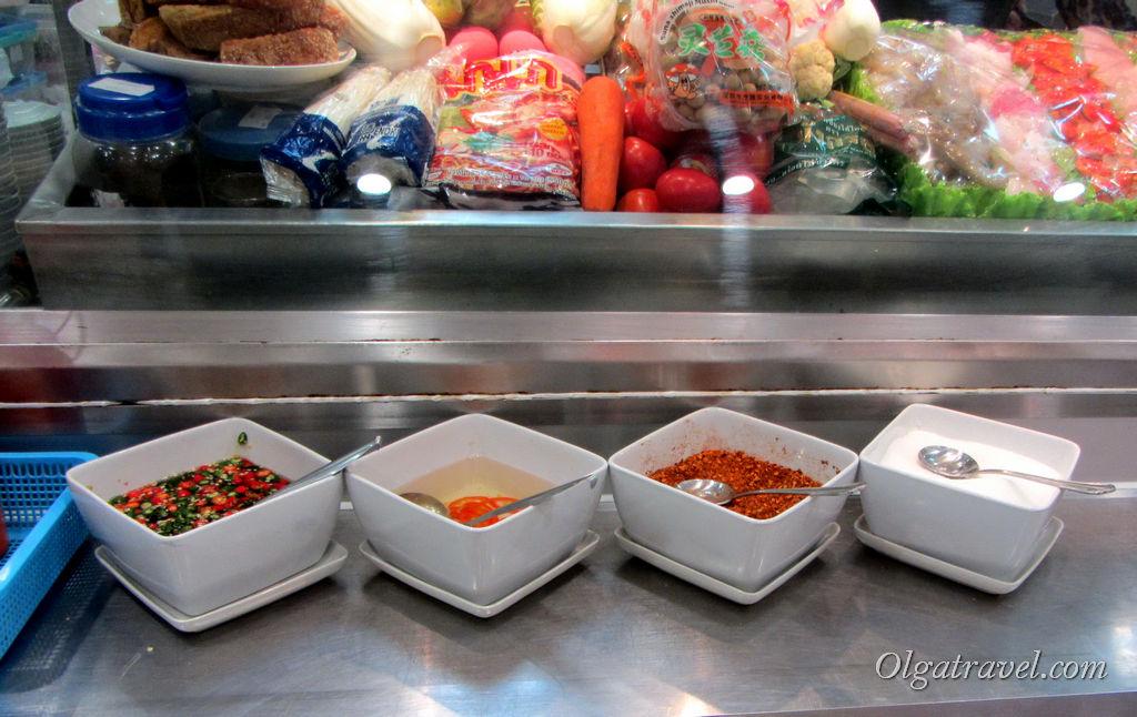 Многообразие острых соусов и специй