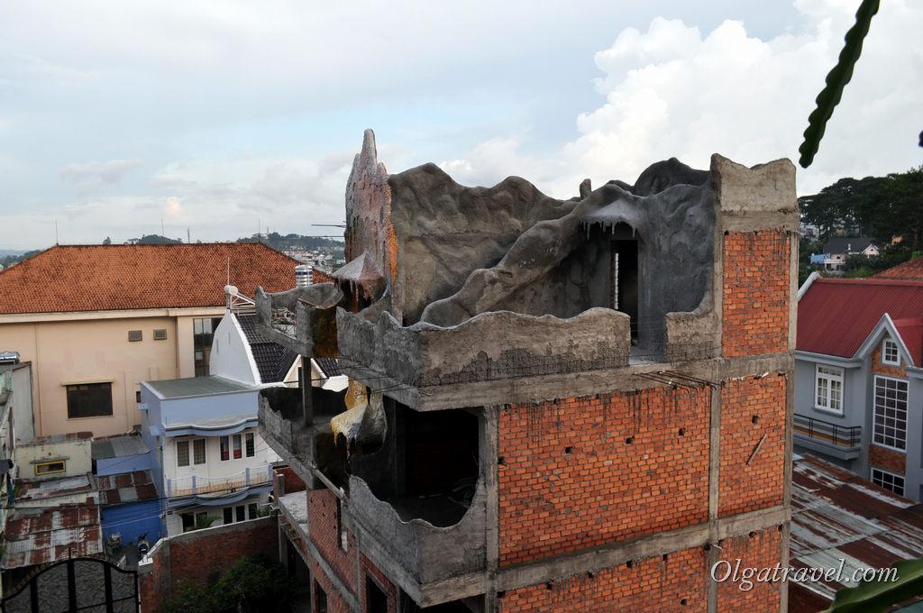 Строительство этого необычного здания продолжается уже 25 лет!