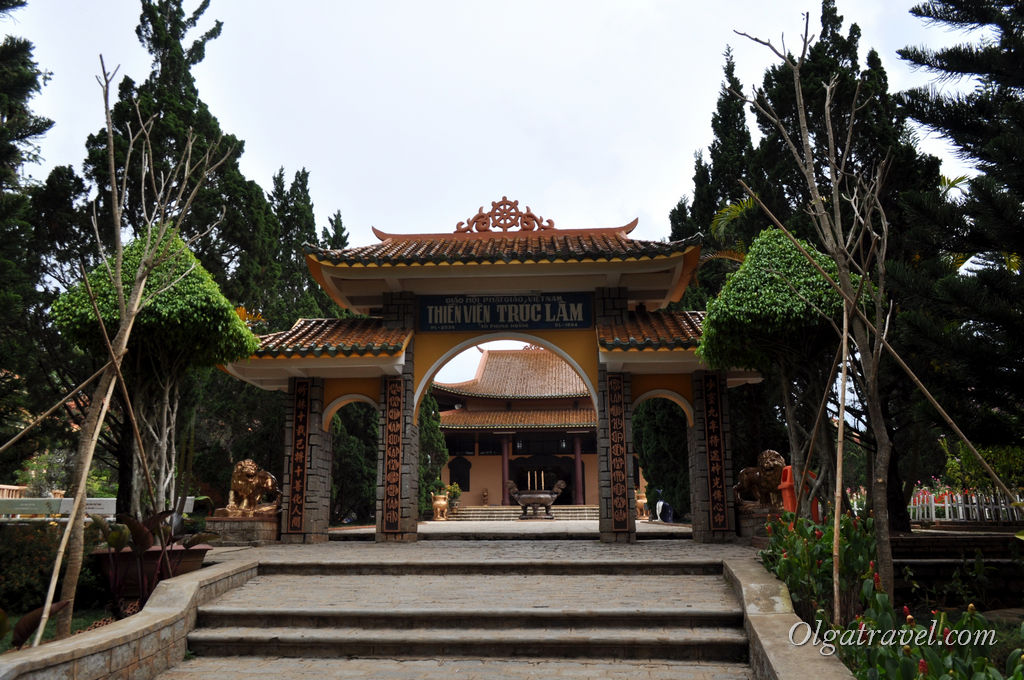 монастырь в Далате