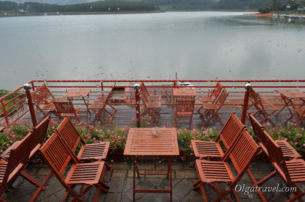 monastyir-chuk-lam-v-dalate-lake-cafe_2
