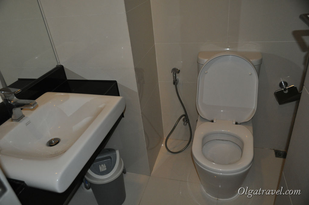 Внутри стеклянного туалета :)
