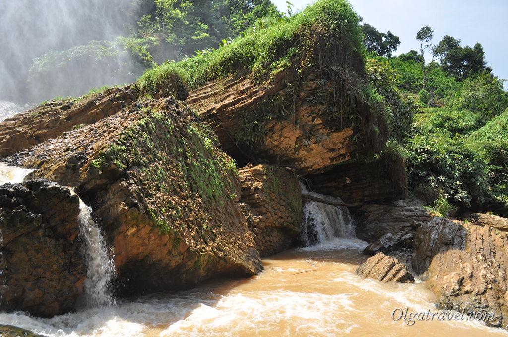 Dalat-elephant-waterfall-10