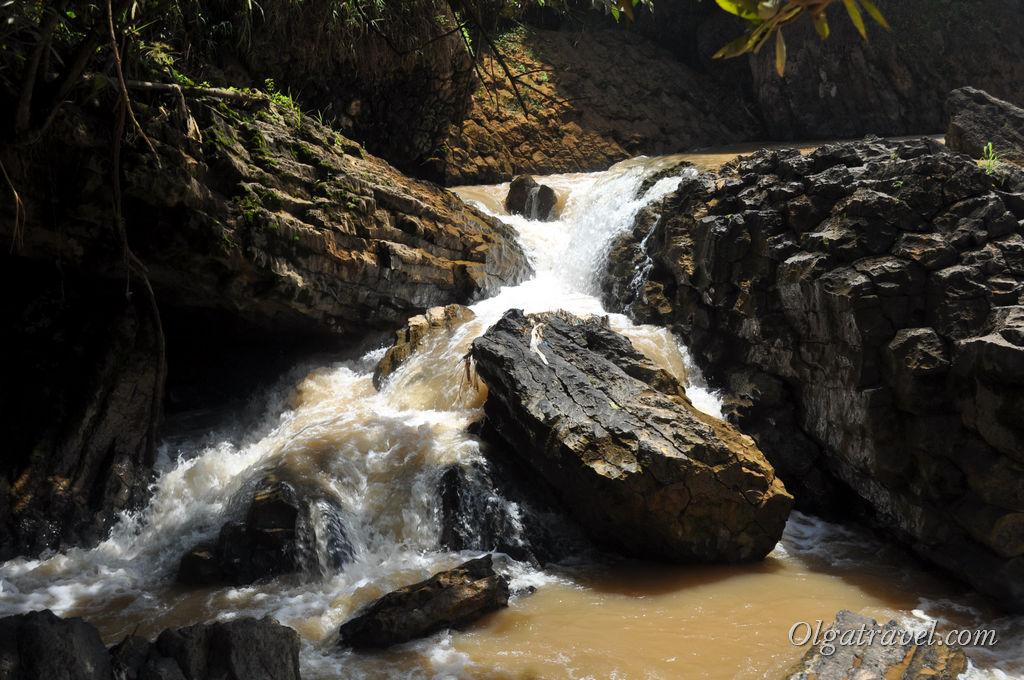 Dalat-elephant-waterfall-13