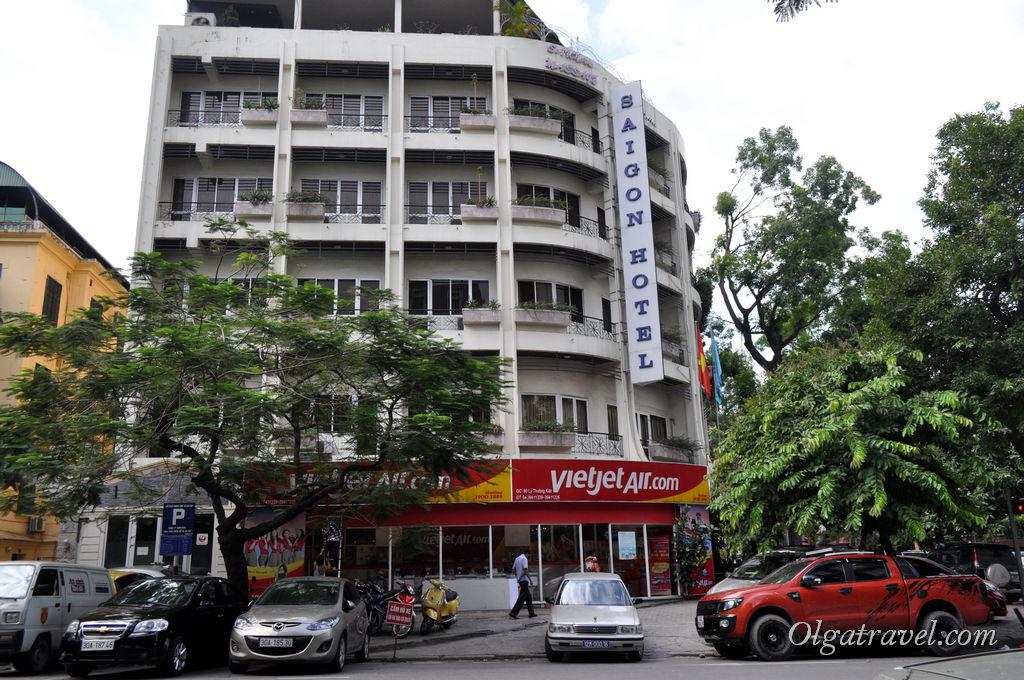 Неплохой отель прямо напротив входа в тайское посольство в Ханое