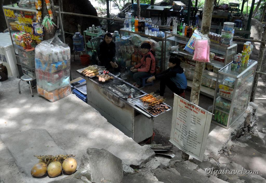 Макашницы по-вьетнамски мне не нравятся. Перекусим в другом месте