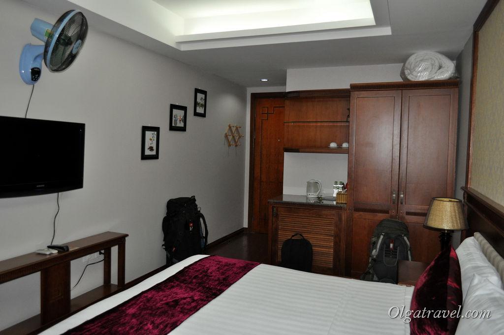 Вид на комнату с другой стороны