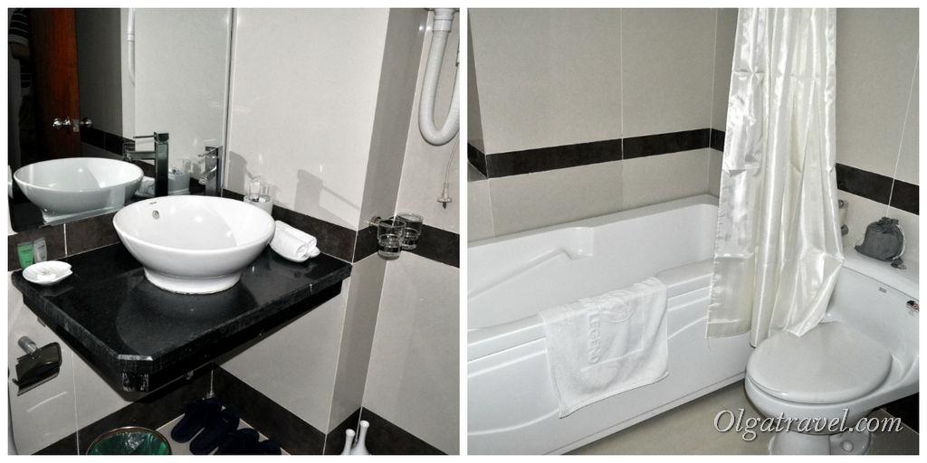 Чистая и современная ванная комната с ванной!