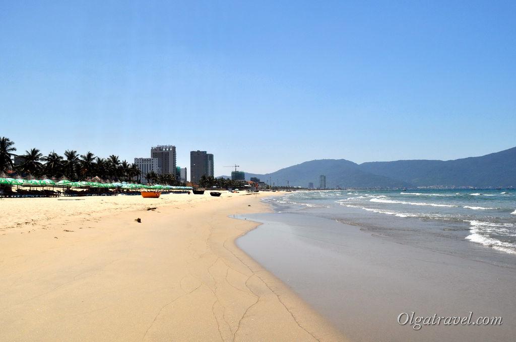Пустынный пляж в Дананге