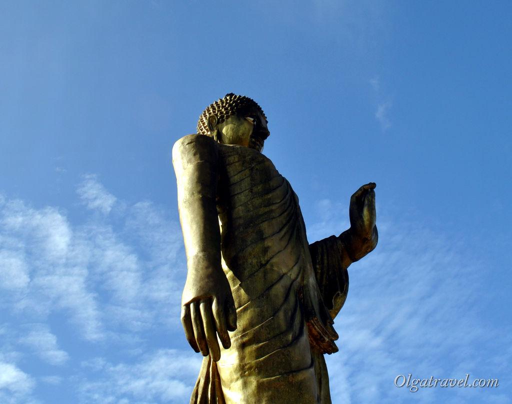 Стоящий Будда Самуи