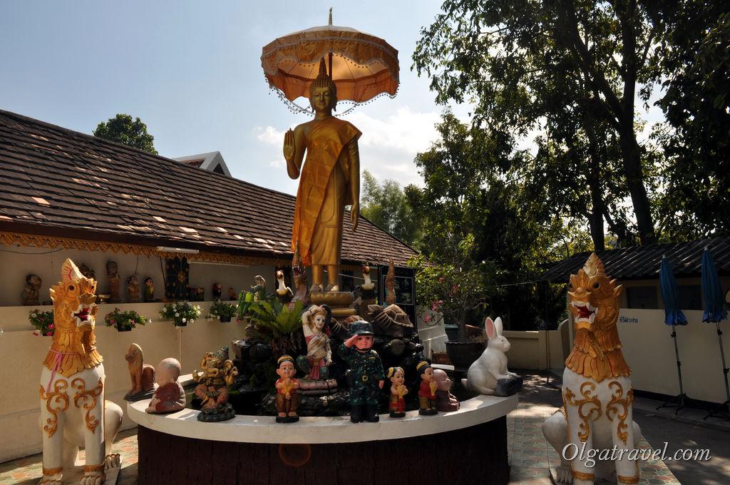 Chiang_Mai_Wat_Phra_Doi_Kham_11
