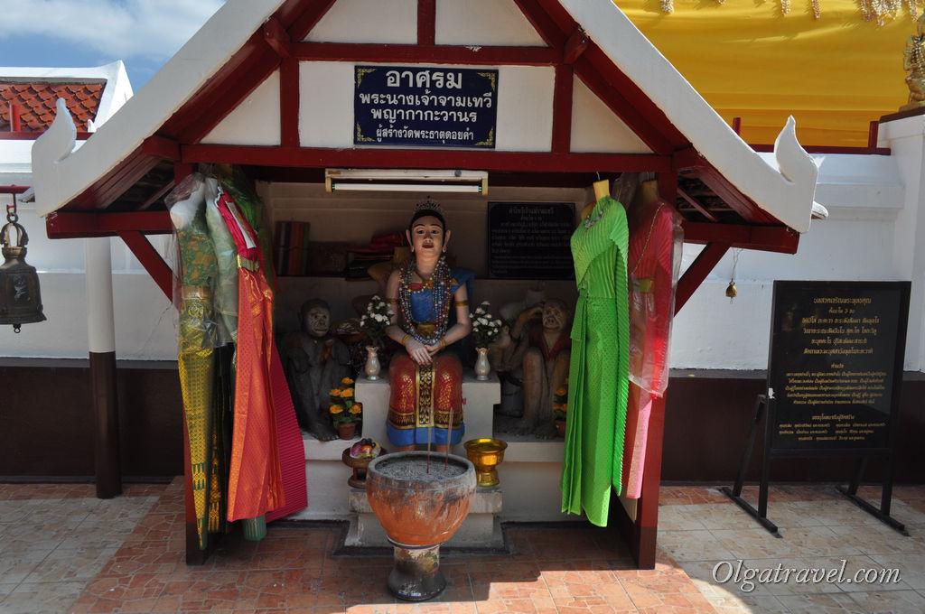 Chiang_Mai_Wat_Phra_Doi_Kham_35
