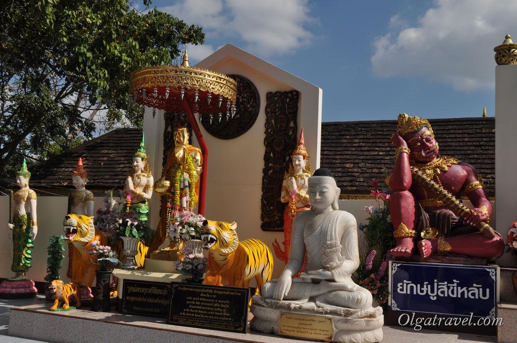 Chiang_Mai_Wat_Phra_Doi_Kham_9