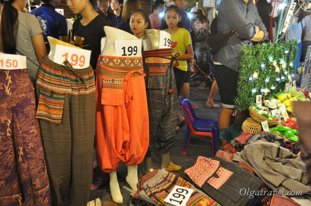 Chiang_mai_sunday_market_25