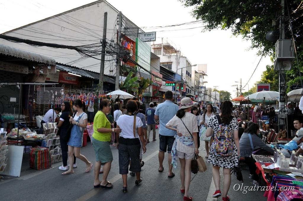 Chiang_mai_sunday_market_8
