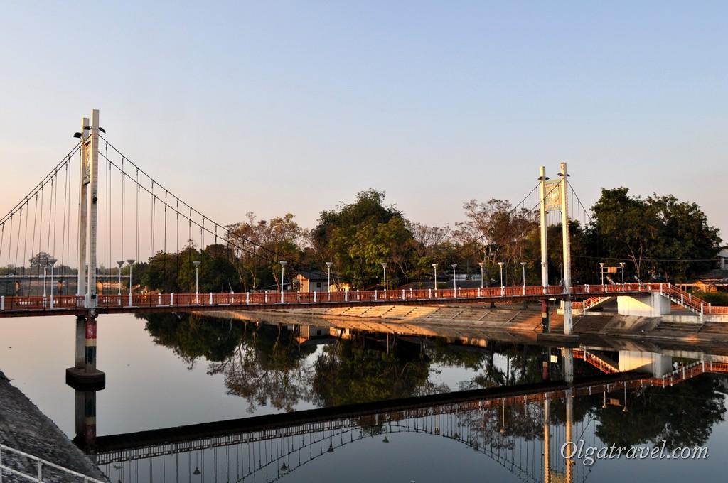 Красивые мосты Лампанга через реку Ванг