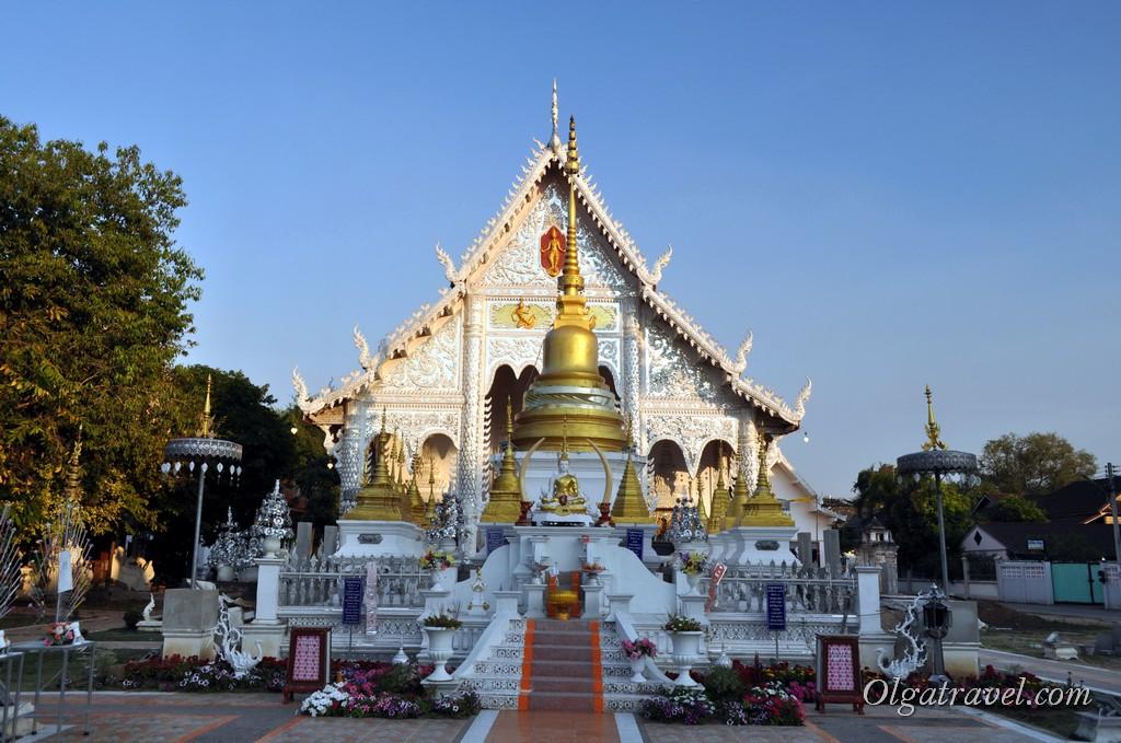 белый храм Лампанг