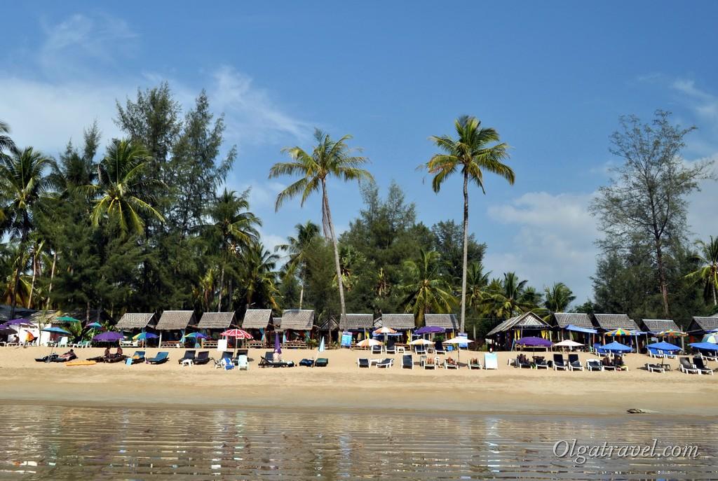 Банг Нианг бич