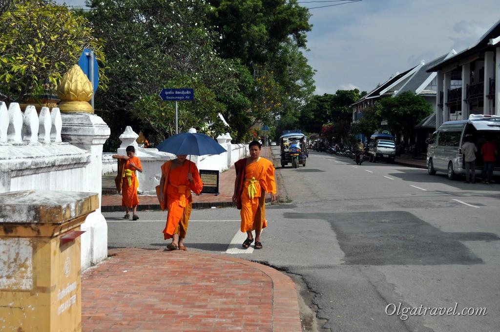 Луанг Прабанг монахи