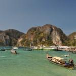 Бухта и пляж Тонсай на Пхи Пхи — самый центр острова