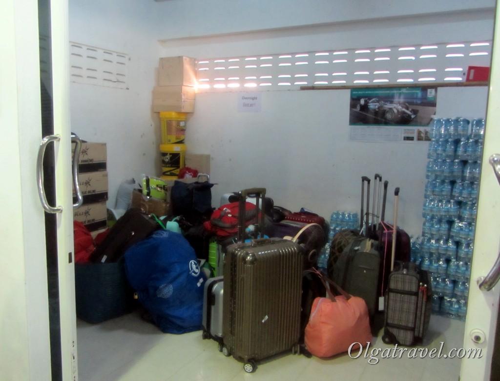 Все вещи, которые не берете на острова можно оставить в камере хранения