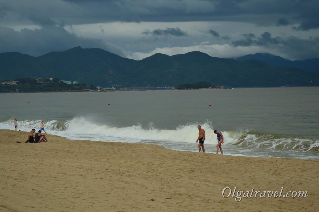 Волны в Нячанге в октябре