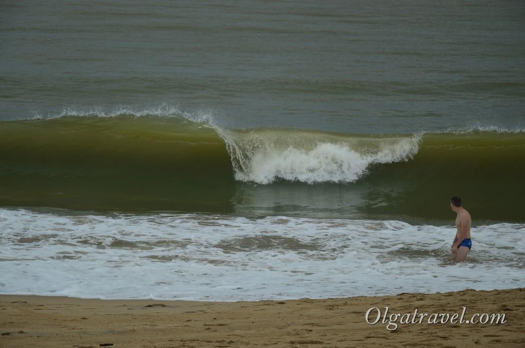 Волны в Нячанге в октябре. В этот день мы не купались
