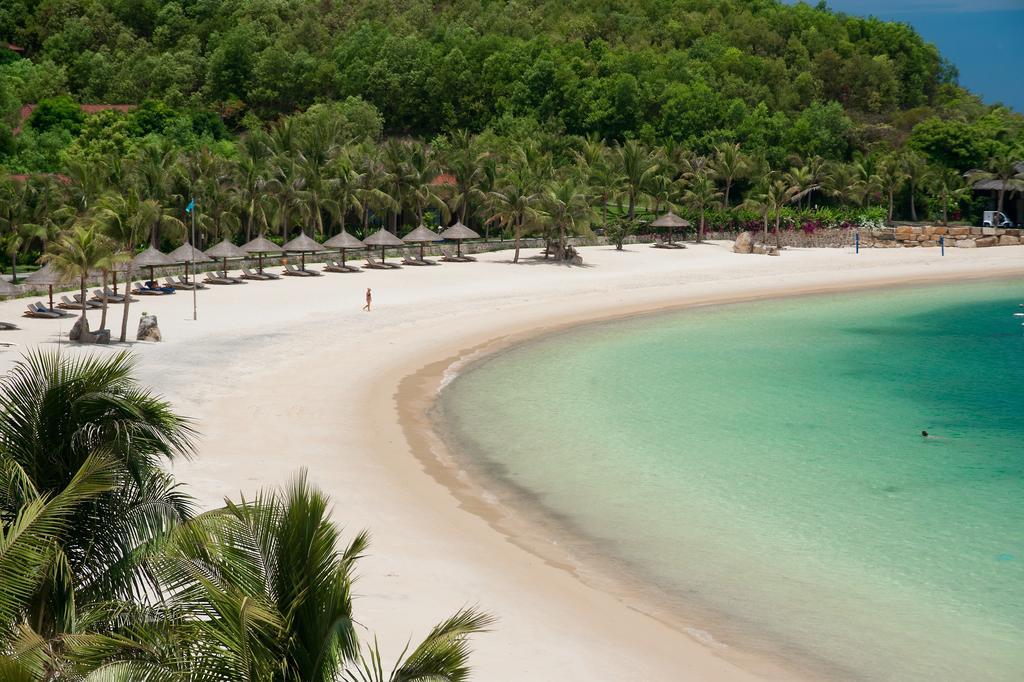 Один из отельных пляжей на острове