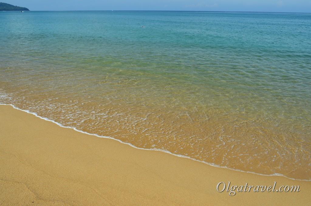 пляж с самолетами Май Као