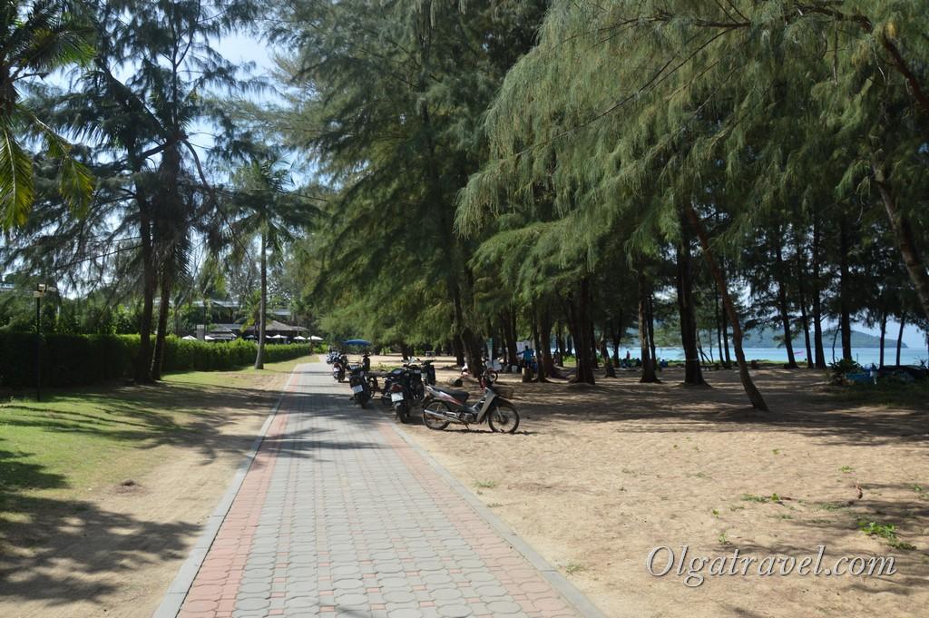 как добраться до пляжа май као