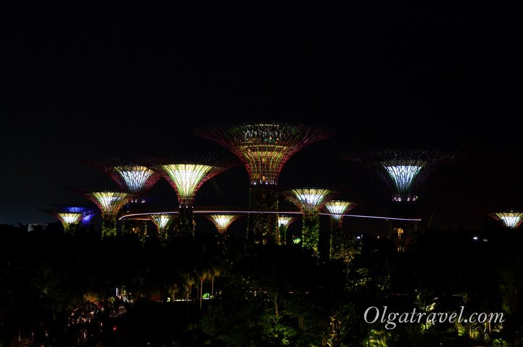 футуристический сад в сингапуре