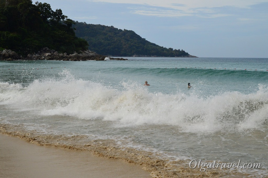 волны на пляже Ката Ной