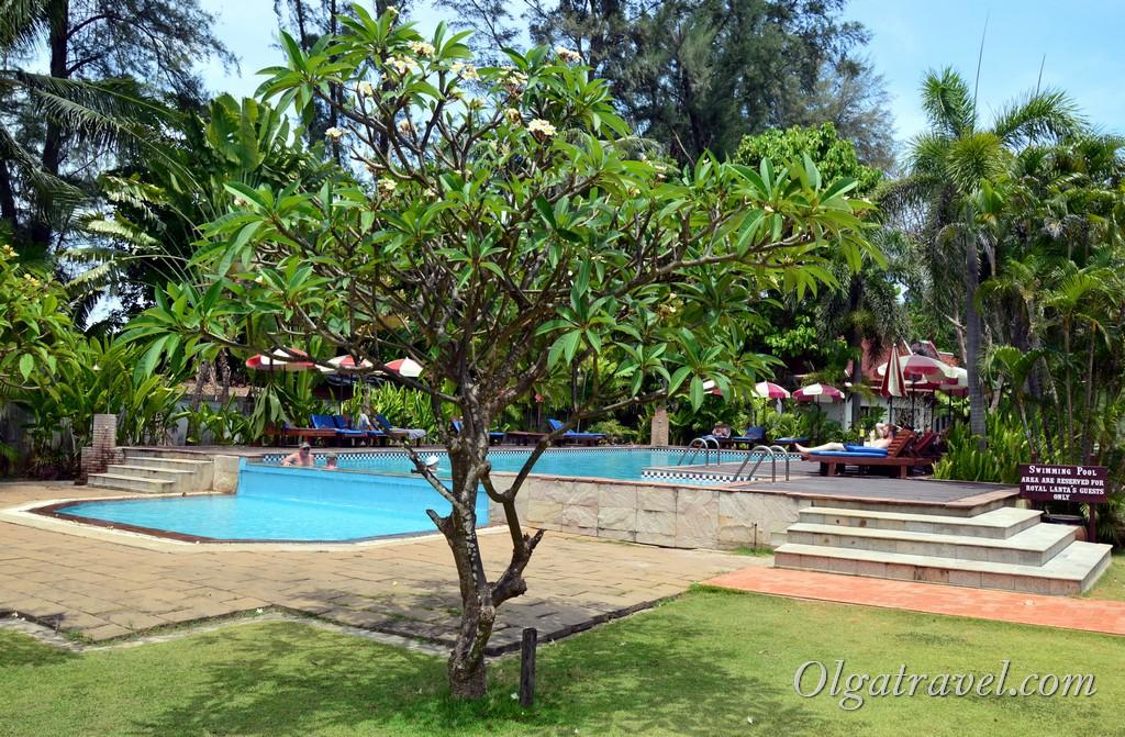 отель Royal Lanta Resort